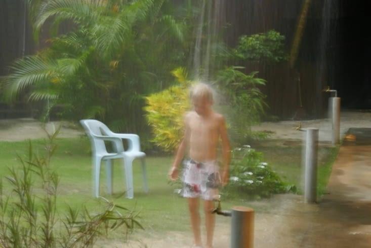 la douche sous les gouttières