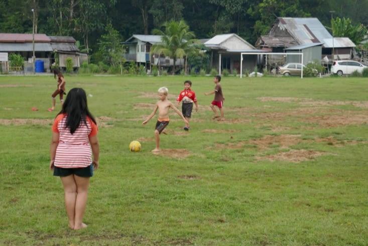 partie de foot au village