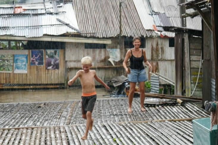 Sous le déluge, bataille d'eau