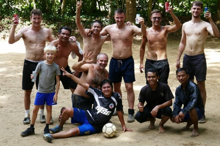 La photo de l'amitié entre sportifs de la jungle