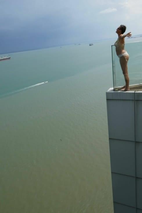 Rejouer le Titanic depuis une piscine surplombant la mer