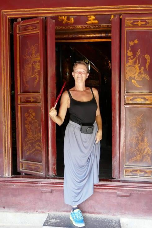 Majestueuse avec sa robe de prêt dernier cri !!!