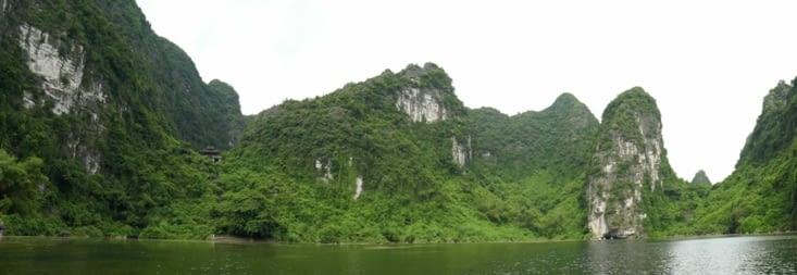 Un temple perdu dans la beauté du paysage