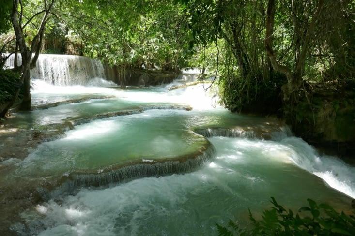 Des vasques qui nous rappellent  les lacs de Plivitce en Croatie