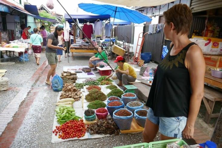 Visite du marché tôt le matin: attention c'est le marché local...!
