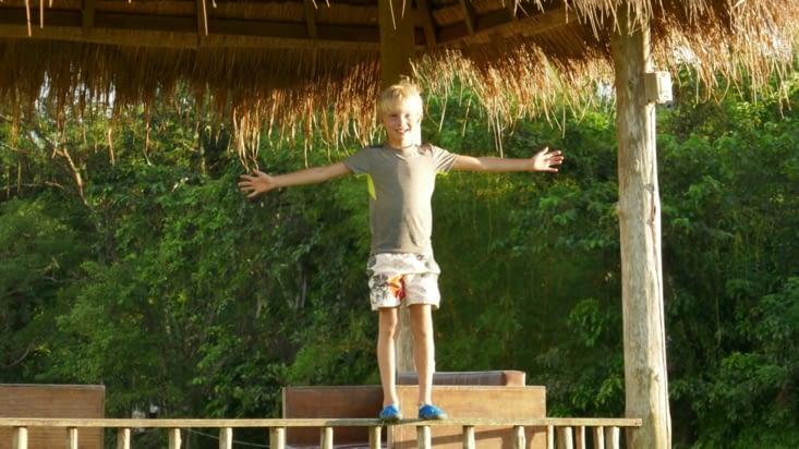 Maël fait l'équilibriste dans les rizières