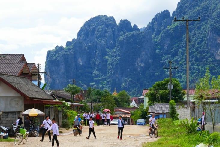 Une rue de Vang Vieng