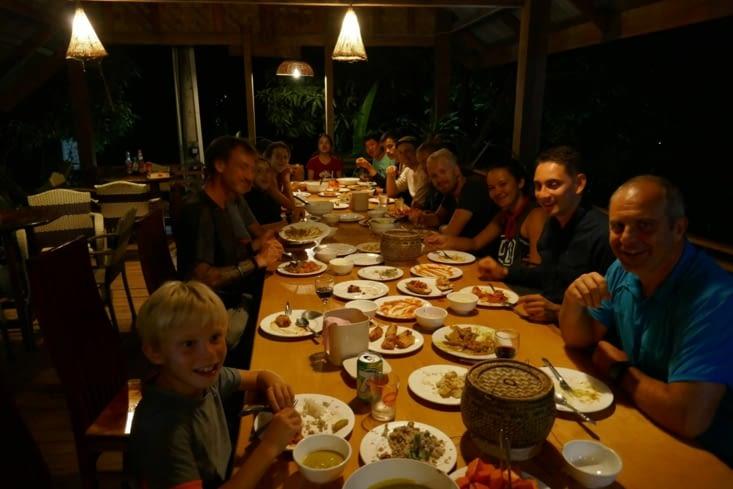 Le repas  convivial et pantagruélique est partagé avec la famille