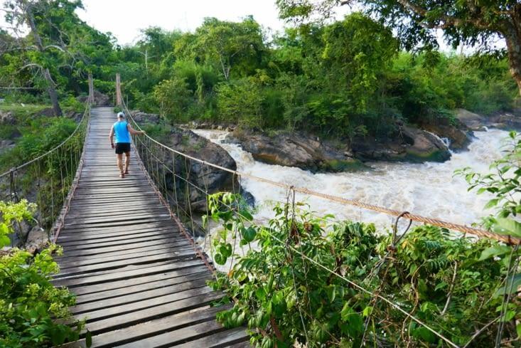 ndlr: ben moi, si le pont lâche je me retiens à la rambarde....!