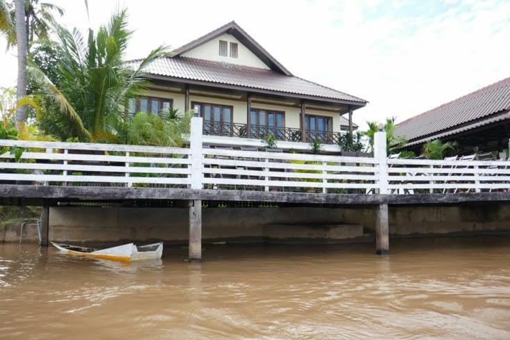 Notre villa : la chambre en haut à gauche avec vue sur le Mékong