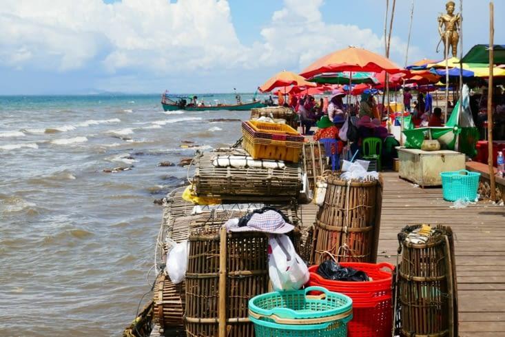 La pêche se fait directement à l'arrière des restaurants