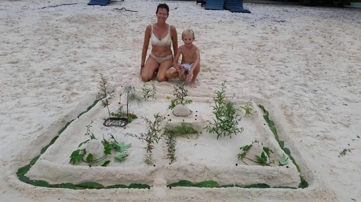 notre magnifique château de sable qui nous a occupés presque 2 heures