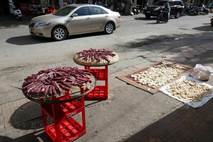 Traditionnel séchage de la viande découpée en lanières et d'autres aliments non identifies