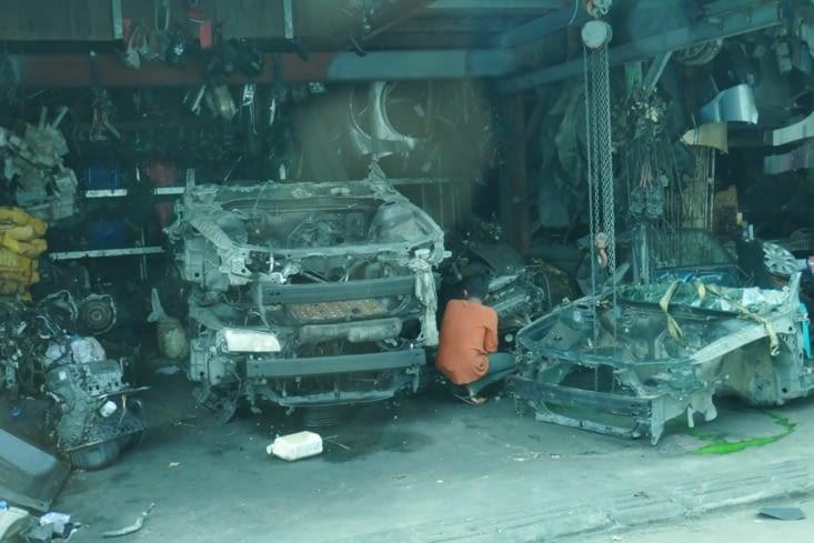 Il y a des quartiers entiers qui sont spécialisés dans la réparation automobile