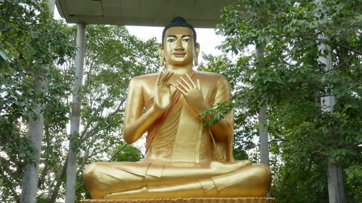 Ouah le Bouddha, il sait pas compter sans ses doigts. C'est bien la peine d'être en or !