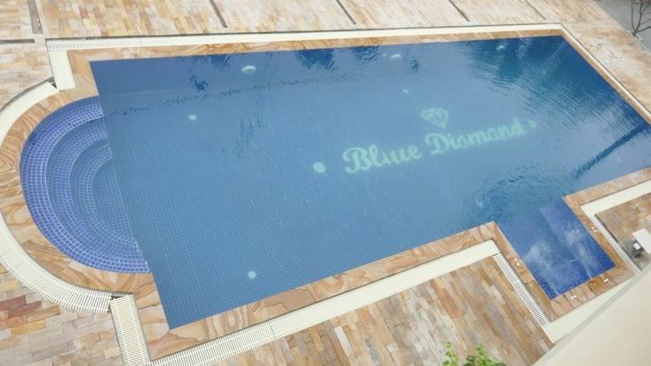 Et pour finir la photo de la piscine depuis notre chambre d'hôtel