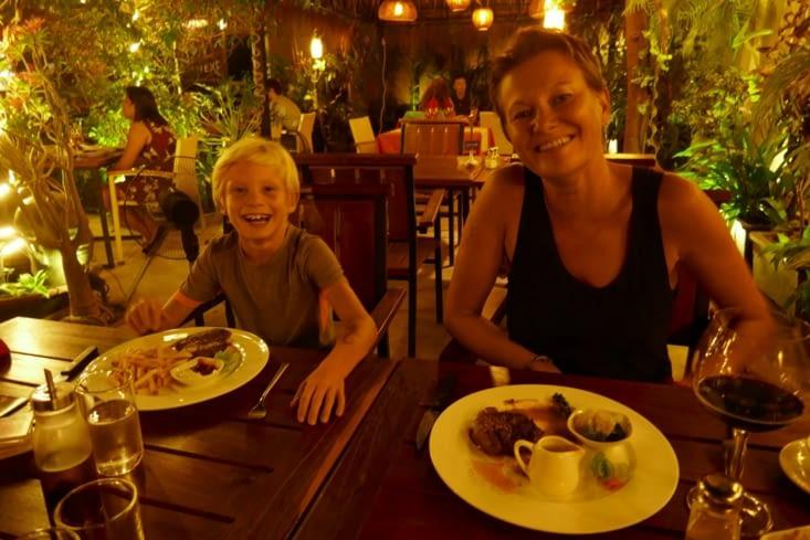 On se fait un bon restaurant français pour fêter l'anniversaire de Soiz