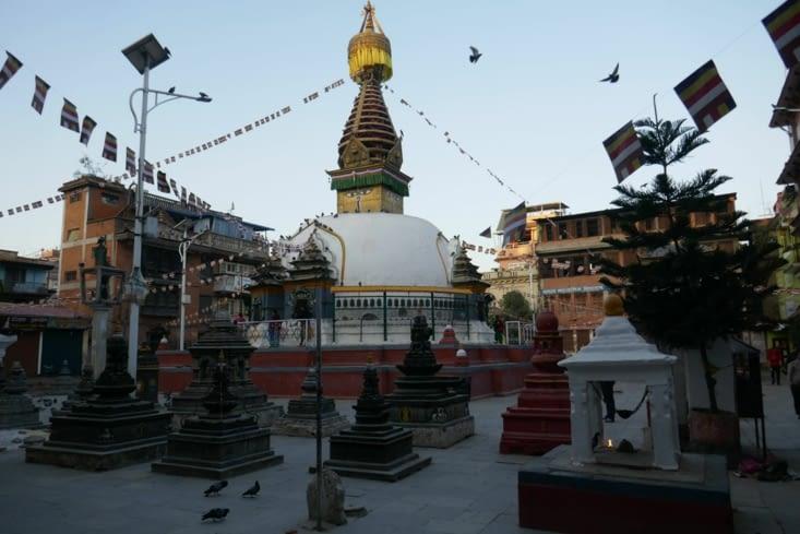 Un temple sur lequel les fidèles montent pour prier