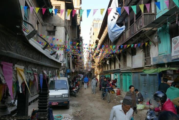 Les rues à Katmandou sont presque toutes en terre
