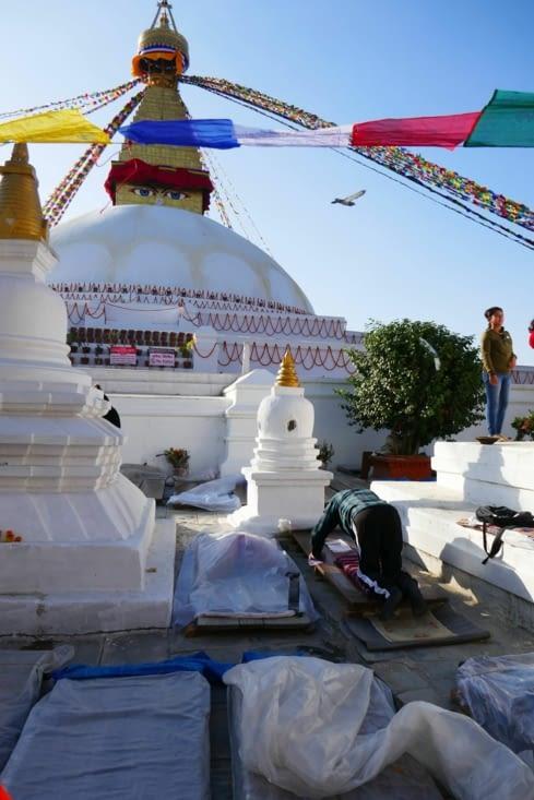 Il y a plein de planches à  prier sur le temple