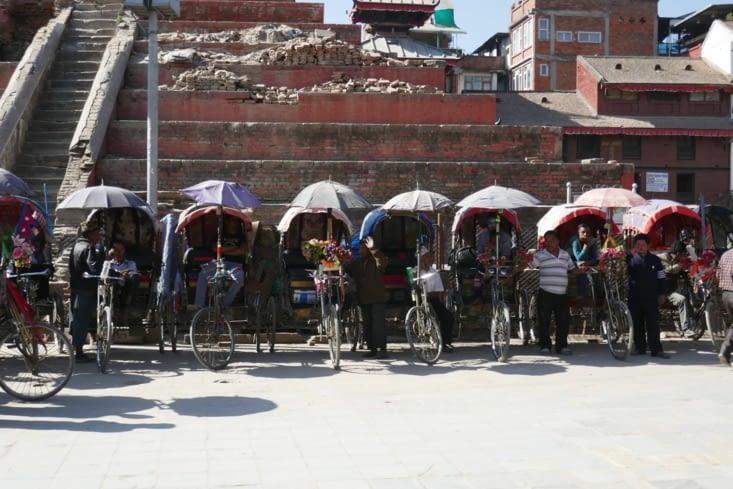 les rickshaw sont dans les starting blocks pour choper les touristes