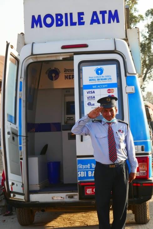 Un distributeur d'argent (ATM) dans un camion !