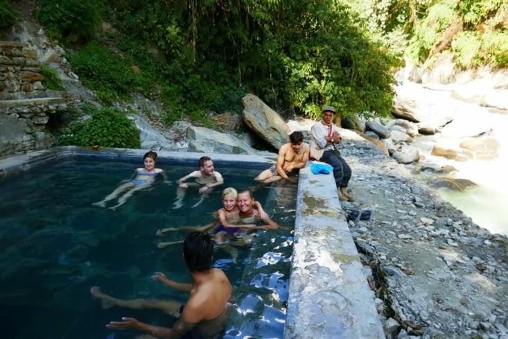 Les hot springs (sources d'eau chaudes ) après une longue descente