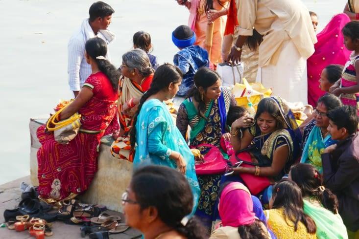 Beaucoup de gaieté autour du Gange