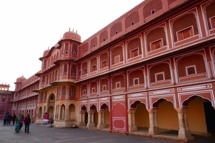 La couleur rose des façades change selon la lumière