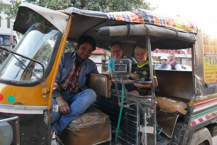 Le chauffeur attitré du Maharadjah et son nouveau modèle de tuktuk