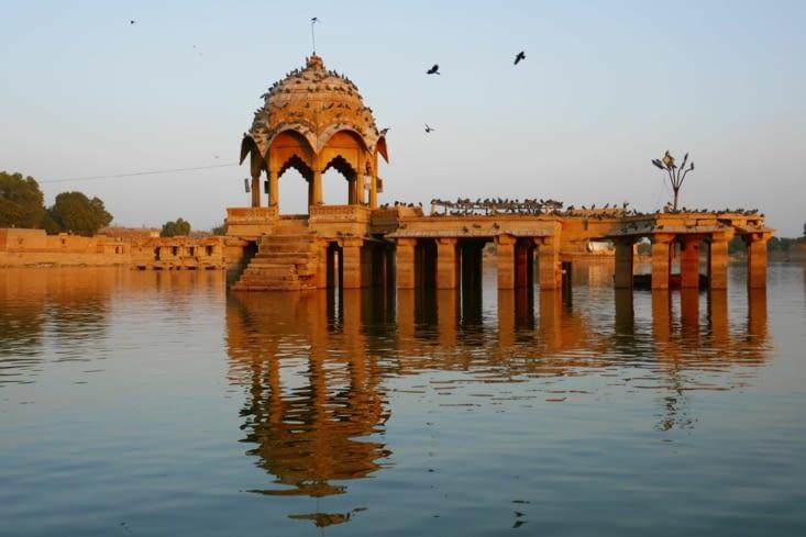 Retour à Jaisalmer : Balade en barque sur un lac près du fort