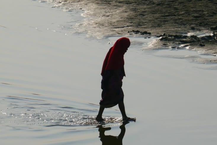 Soudain... la doublure de Jésus marchant sur l'eau !