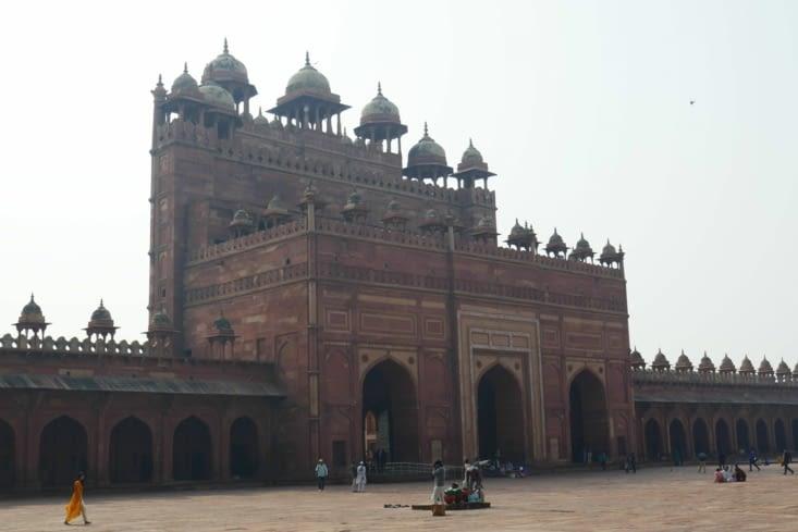 La mosquée  est immense également