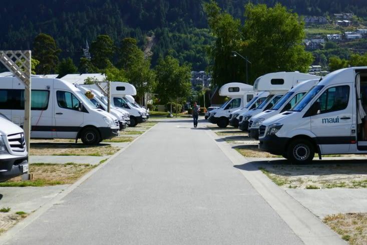 Les Kiwi font un bussiness de tout: les camping-cars sont collés les uns aux autres