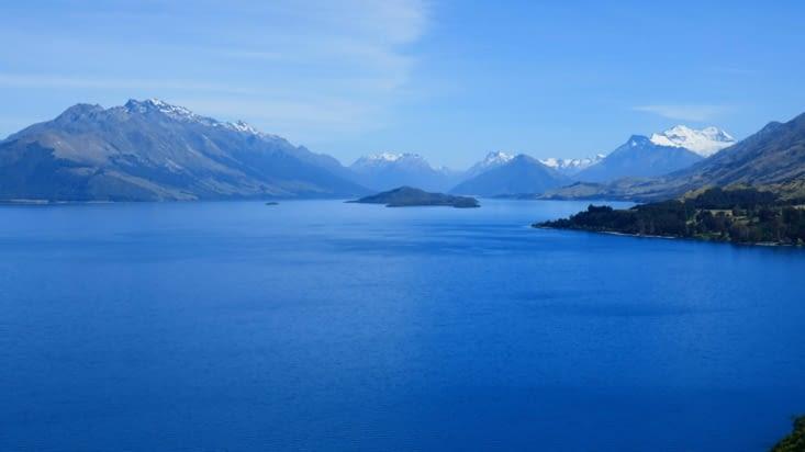 Pourtant le rêve est autour de nous; dans les lacs....