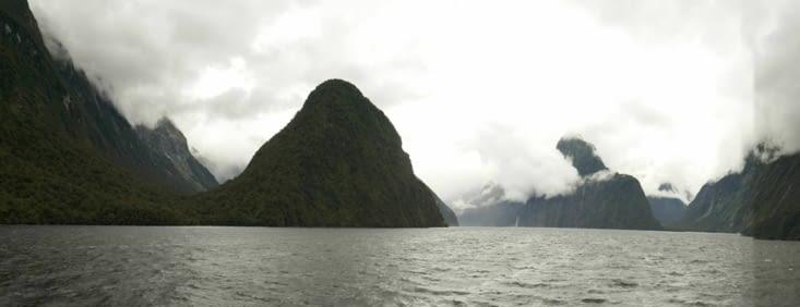Nous voici partis pour notre croisière dans le fjord du Milford Sound