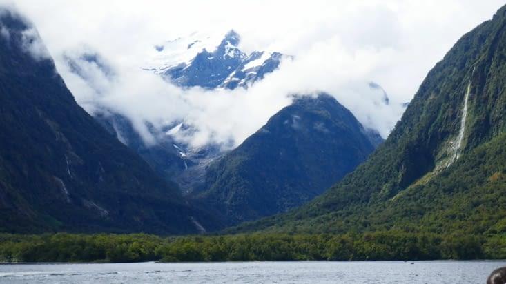On commence à apercevoir les montagnes autour