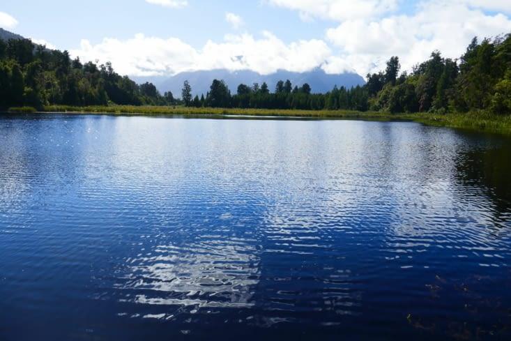Un joli petit lac sur la route