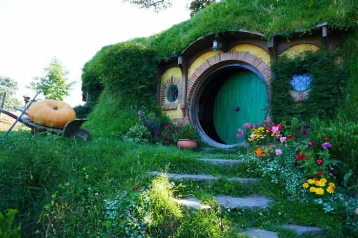 Les célèbres portes rondes des trous de Hobbit