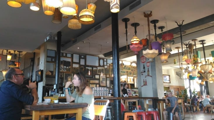 Beaucoup de bars ont des décorations très originales