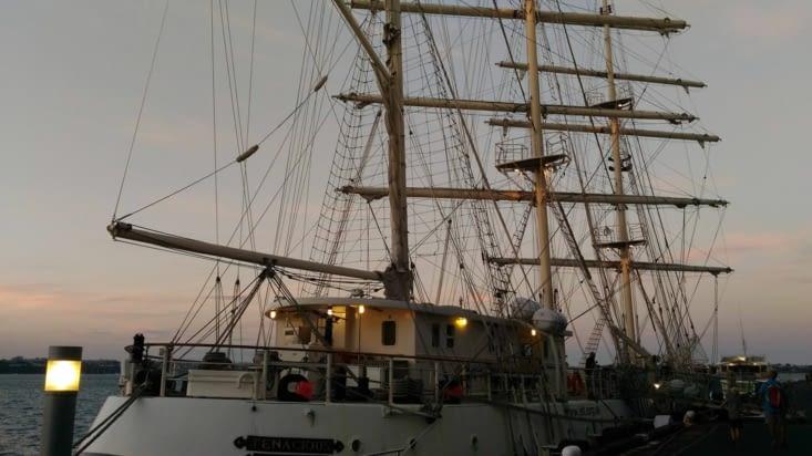Je m'en doutais, des bateaux de pirates sont camouflés....