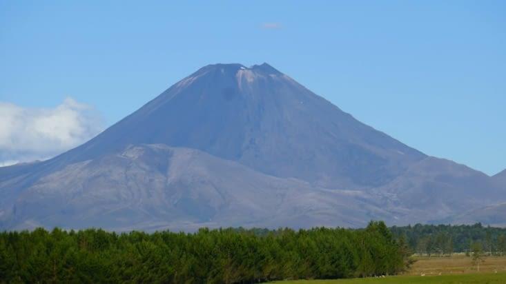 et voilà le beau volcan enfin dégagé mais nous sommes en voiture en route pour le camping