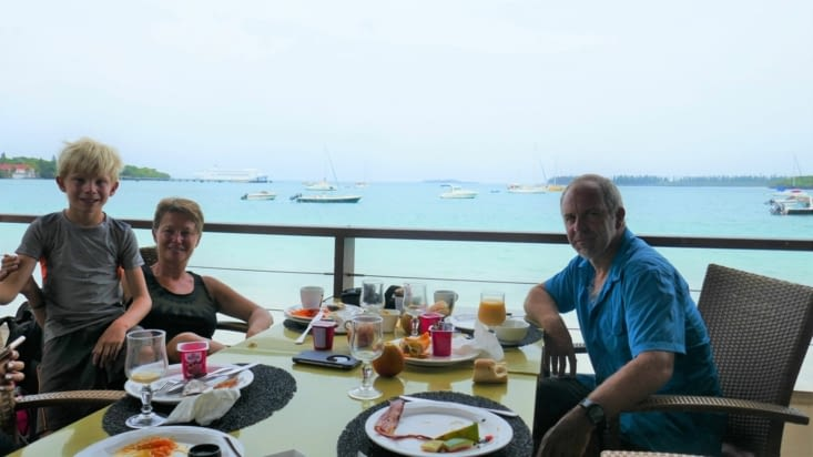 on se fait plaisir avec un vrai petit déjeuner dans un restaurant