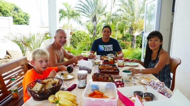 Les petits déjeuners sont délicieux surtout avec les mangues préparées par Jeanne