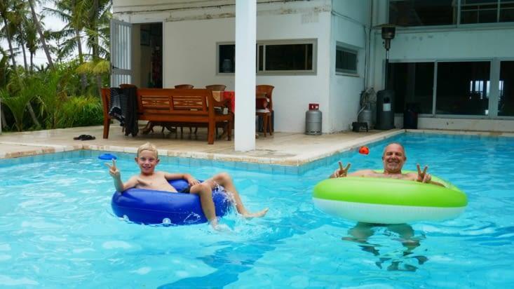 On profite à fond de la piscine