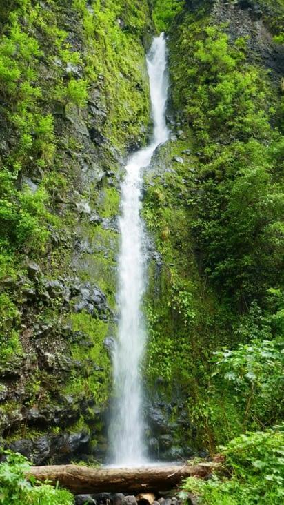 Une cascade éphémère tellement il pleut