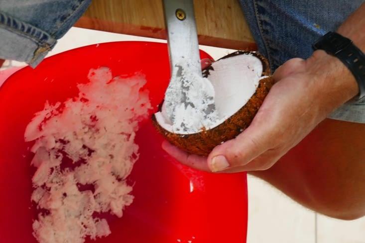 Ah ben non, c'est une râpe qui extrait la chair de la noix de coco...