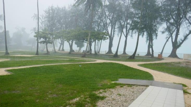 Un autre endroit, une autre pluie nous rattrape au moment du pique-nique. ..!
