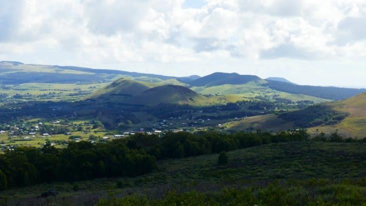 Vue sur le village Hanga Roa
