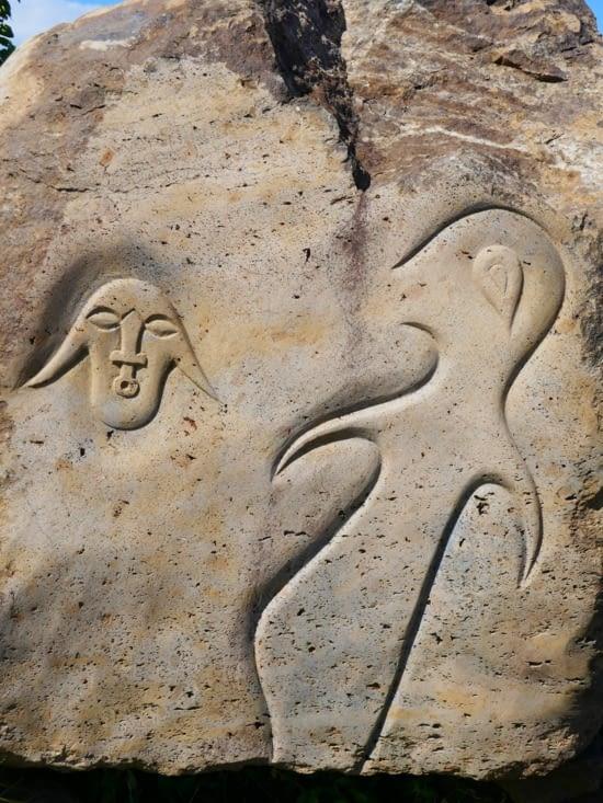 Le type d'inscription taillée dans la pierre